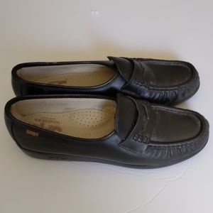 SAS Genuine Handsewn Black Loafers size 8.5N